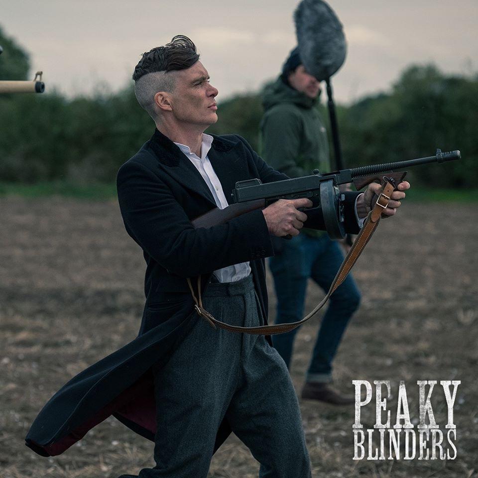 Peaky Blinders การดำเนินเรื่องของ Peaky blinders  จะไม่เน้นเรื่องราวที่ฉาบฉวยมากนัก แต่จะเน้นไปที่การเล่าเรื่องราวและรายละเอียดต่างๆ