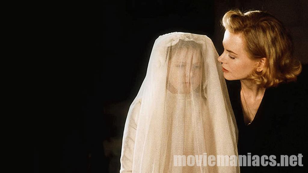 The Others 2001 หนังเล่าเรื่องราวของหญิงสาวผู้เศร้าโศก เกรซเธอเป็นทุกข์แสนสาหัสหลังจากสามีของเธอต้องไปประจำการเป็นทหารในช่วงสงครามโลก